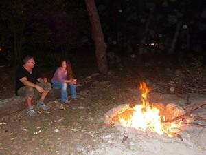 entspannter Abend am Lagerfeuer
