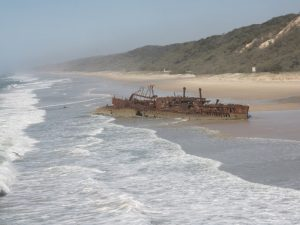 Faszinierendes Schiffswrack am 75 Mile Beach