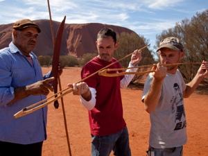 Touristen lernen von Aborigine