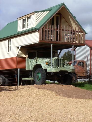 Melrose Trucks Hotel bei Australien Rundreise