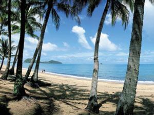 Ein Strand in Queensland
