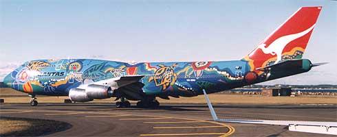 Qantas Flugzeug auf der Landebahn