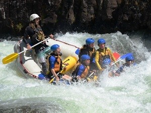 Wildwasser Rafting auf der Australien Familienreise - Australien mit Kindern