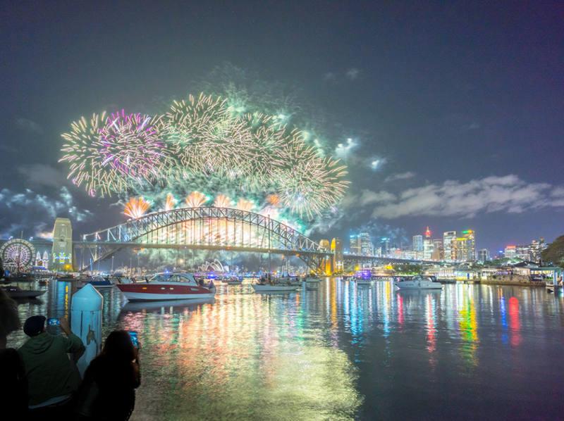 Feuerwerk an der Harbour Bridge in Sydney