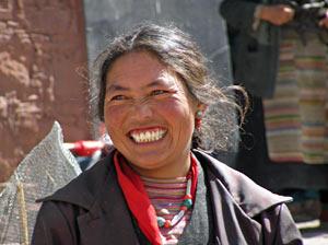 tibet lachende vrouw