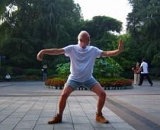 Bijzonder: Reiziger Jan de Jong deed Tai Chi in Chengdu