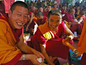 monniken lachend zhongdian china