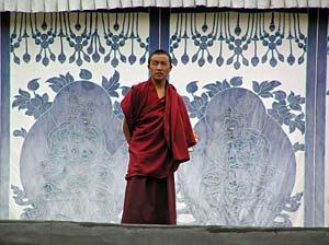 tibet reis staande monnik china
