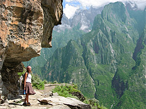 tiger leaping gorge meisje china