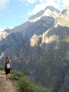 trekking tiger leaping gorge china