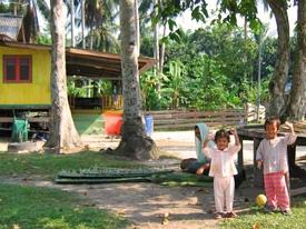 kinderen bij de homestay maleisie