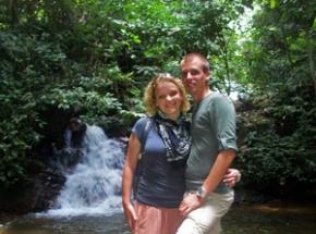 klim naar een waterval Maleisië jungle