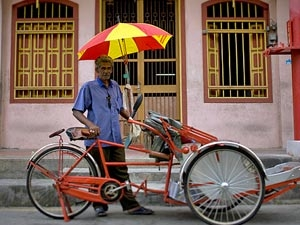 bontgekleurde trishaw maleisie