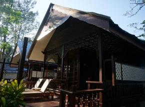 eenvoudig zwart huis maleisie