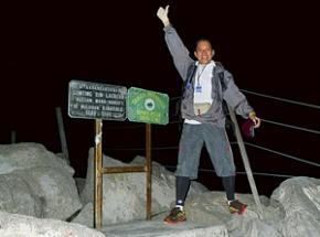trekking mount kinabalu borneo