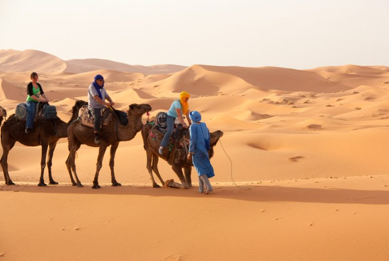 Bedoeïenenkaravaan naar de souks