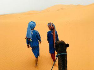 Kamelentocht in de woestijn