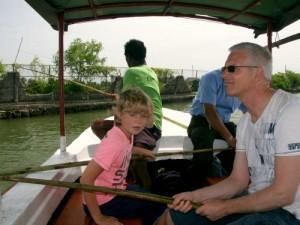 Negombo Sri Lanka met kinderen - vissersboot