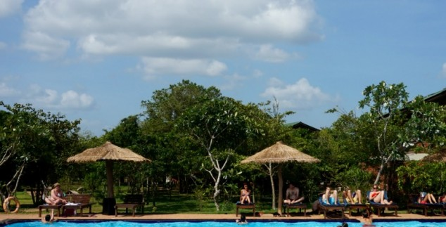 Rotstempel Sri Lanka kids - Sigiriya hotel zwembad