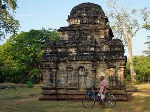 Fiets door tempelstad tijdens je familiereis Sri Lanka