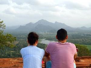 tempels Sri Lanka met kinderen - uitzicht Sigiriya rots