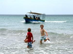 snorkelen Sri Lanka - spelen in de branding