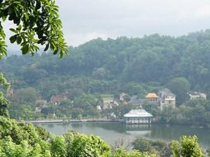 Sri Lanka met kinderen - het meer van Kandy