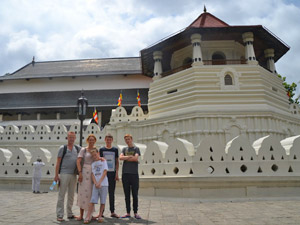 Kandy Sri Lanka Kids - tempel