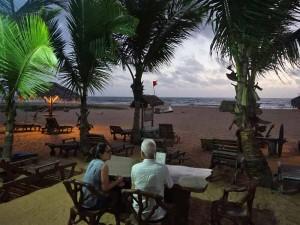 sri-lanka-reis-kinderen-negombo-strandtent