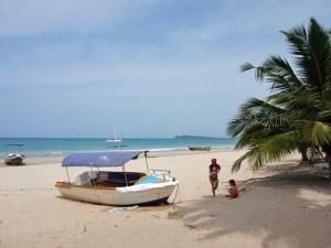 Sri Lanka met kinderen - strand bij Uppuveli
