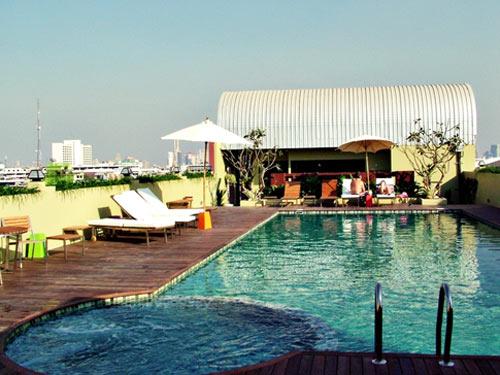 Familienreise Thailand: Ansicht des Pools der Standard Unterkunft in Bangkok