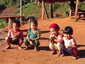 Einheimische Kinder des Bergvolks bei Chiang Mai