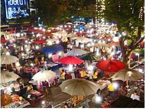 Der Night Market in Chiang Mai mit vielen Ständen
