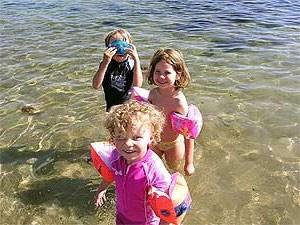 Koh Samui mit Kindern: Kinder im Meer