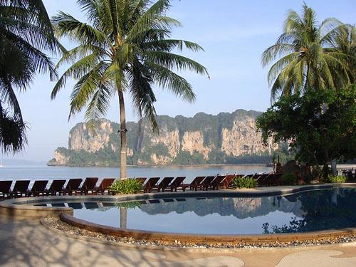 Pool der Unterkunft auf Railay Bay