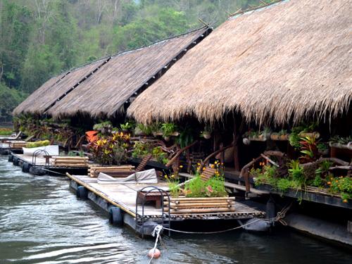 Thailand Highlights: Floßhäuser am River Kwai