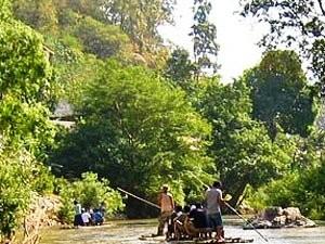 Thailand Highlights: Floßfahrt in den Wäldern bei Chiang Mai