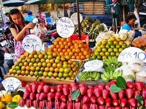 River Kwai: Obststand auf einem lokalen Markt in Thailand
