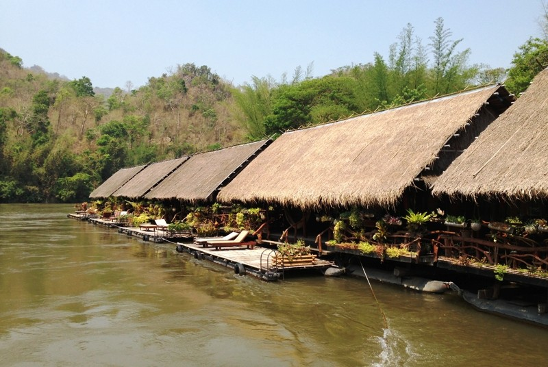 Bungalows auf dem Fluss Kwai