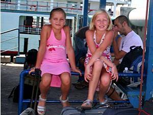 Familienreise Thailand: Kinder in der Fähre nach Koh Phangan