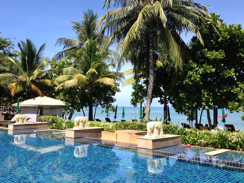 Khao Lak Palmen am Pool