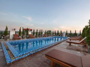 Entspannen am Pool in Laos