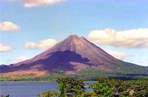 Familienreise Costa Rica: Aussicht auf den Vulkan