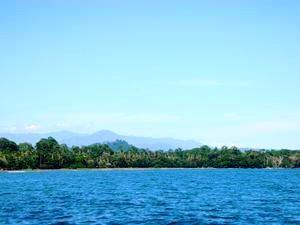 Aussicht auf Landschaft und Meer im Cahuita National Park