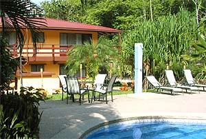 Costa Rica Rundreise mit Kindern: Pool in Manuel Antonio