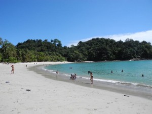 Costa Rica Rundreise mit Kindern: Ein Strand in Manuel Antonio Nationalpark