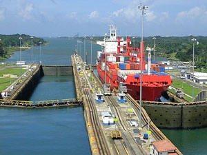 Panama City: Hafen am Panamakanal