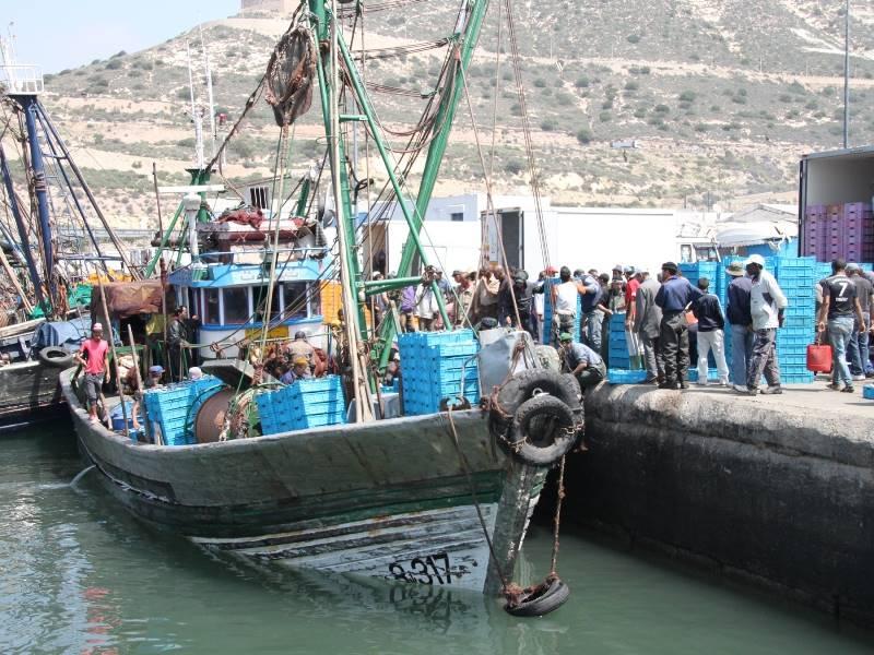 fischerboot-entladen