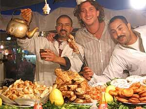 Marokko Rundreise - Essen in Djema el Fna Platz