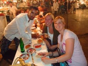 Essen in den Garküchen in Marrakesch